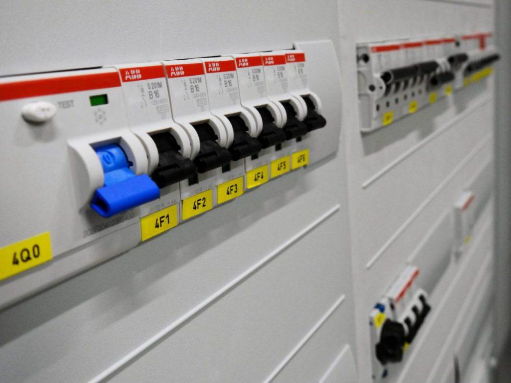 switchgear-2069758_1920