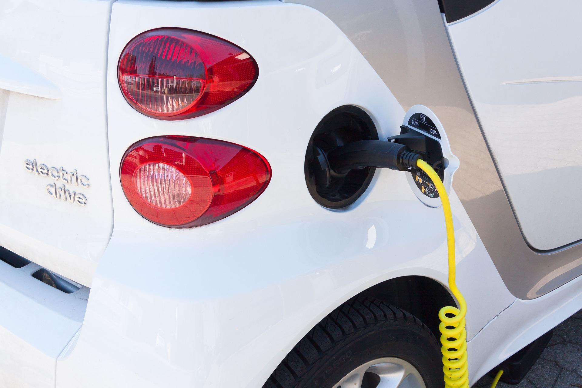 electric-car-734573_1920