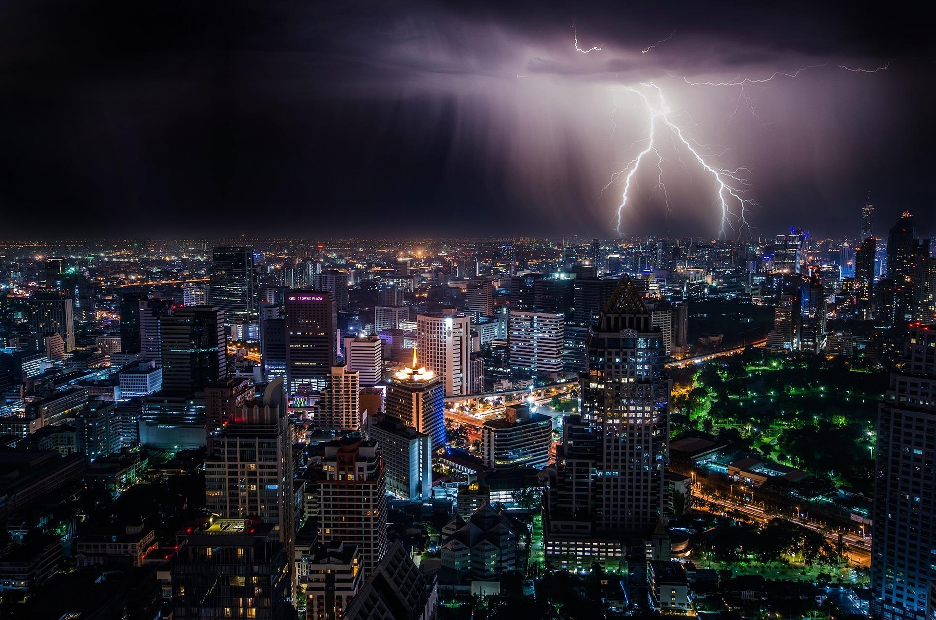 lightning-1082080_1920