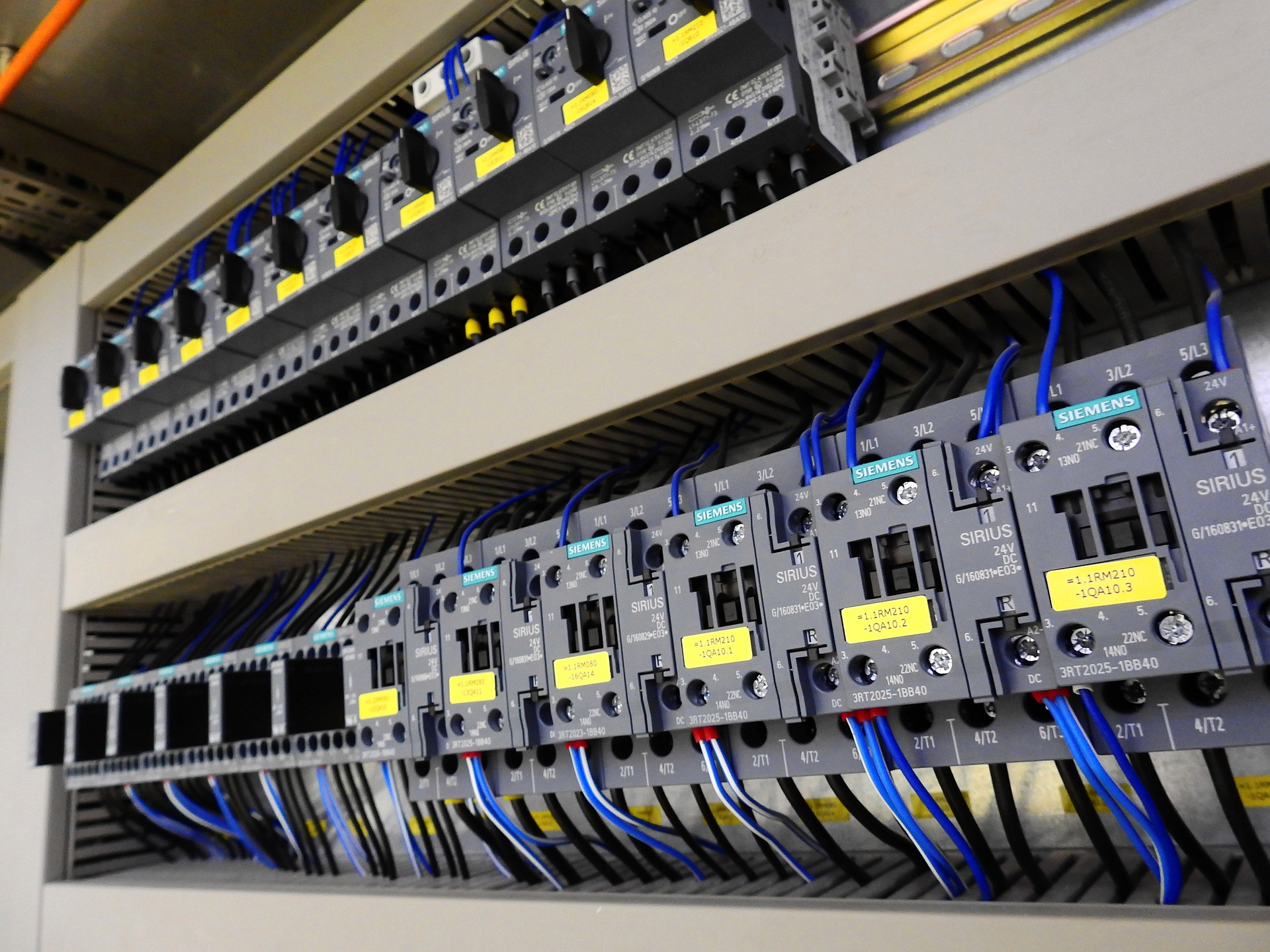 control-cabinet-2147369_1920